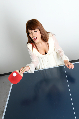 おっぱい卓球!