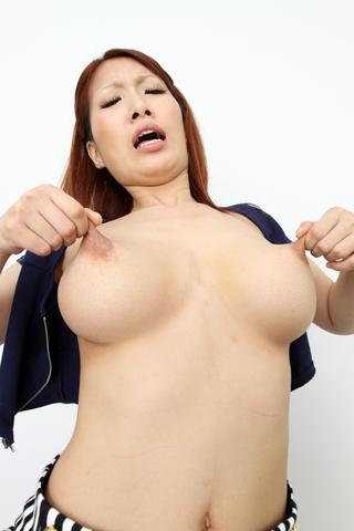 デカ乳輪 乳首オナニー