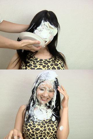 アリサの顔面にパイ!
