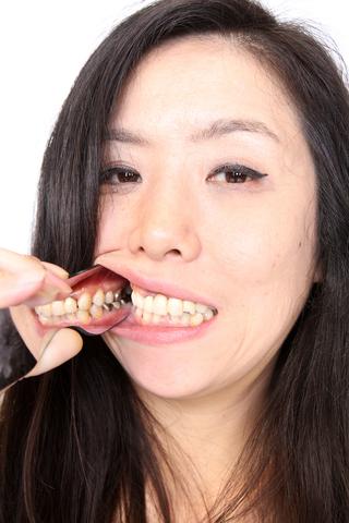 壮絶な、マダムゆかりの歯観察