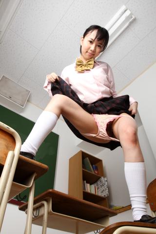 女子校生がノーパンでダンス!