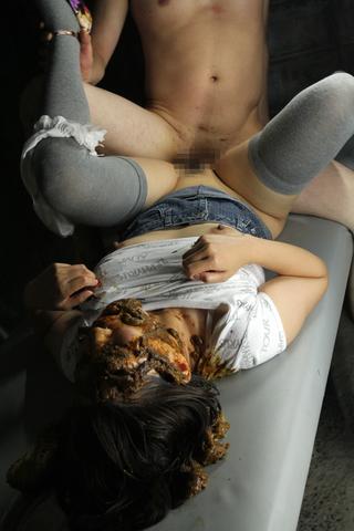 男女共用食糞専用便器女 3